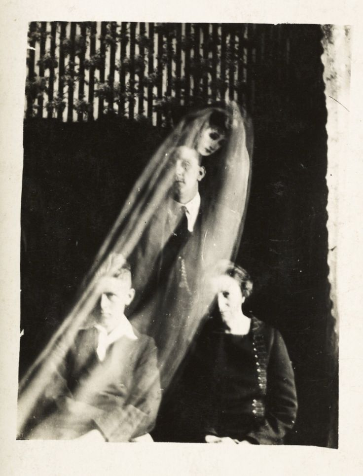 15 photos de fantômes signées William Hope, le pionnier de la photographie paranormale | Buzzly