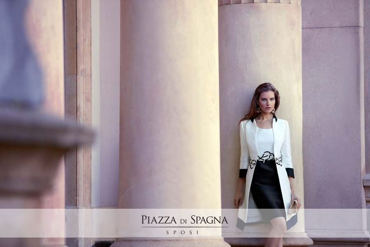 Gli abiti da cerimonia Maria Coca sono creazioni di alto profilo per qualità e design. Guarda l'intera collezione 2017 su http://www.piazzadispagnasposi.it/collezioni/cerimonia-donna/maria-coca/
