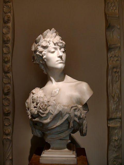 HOME & GARDEN: 20 idées de bustes décoratifs - Casa Milà Marble Bust