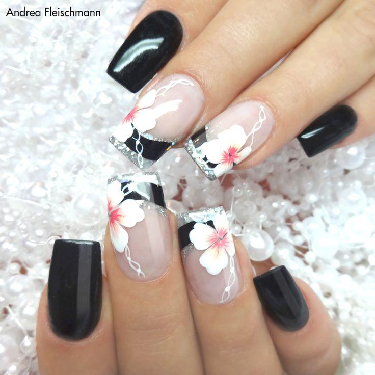 #trendstyle   #trend   #black   #glitter   #nails   Der Mix macht´s! Pures Schwarz im Mix mit glitzerhinterlegten Nagelspitzen, dazu elegante Blüten und ein wenig Schnörkel – fertig ist ein wirklich geschmackvolles Design. Mit den Farbgelen silver glitter (Art.-Nr. 2132) und pure-black (Art.-Nr. 2121), sowie den Kreativ Malfarben koralle (Art.-Nr. 3158) und weiß (Art.-Nr. 3152) könnt Ihr Euch auch solche Nägel zaubern. Viel Spaß beim Ausprobieren!
