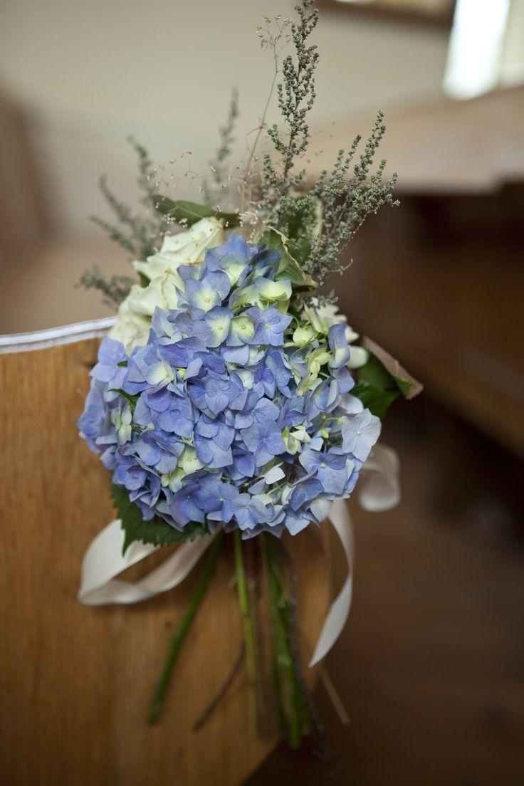 OKASIE | Blue hydrangea aisle detail