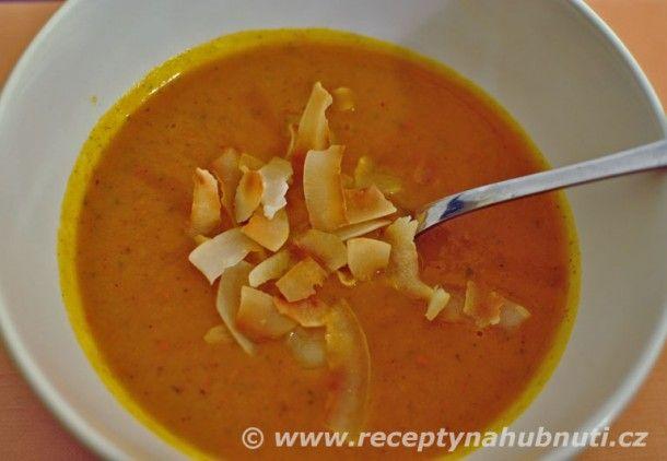 Recept na dýňovo – rajskou polévku.   Cibuli orestujeme na másle.  Dýni omyjeme , nakrájíme na kousky a dáme do hrnce s cibulí.   Vody dejte tolik, aby byla dýně těsně zakrytá. Pokud by bylo vody hodně, nebyla by polévka hustá. A případně pak můžete vodu přidat.  Přisypeme pokrájená rajčata a všechny ostatní přísady. Pouze nedávejte kokosové mléko.  Vaříme do změknutí přibližně 10 – 20 min.  Poté vše rozmixujeme ponorným mixérem  a na závěrem zalejeme kokosovým mlékem.