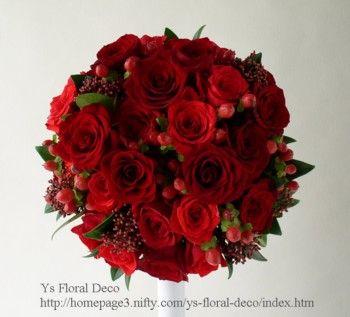 391  赤バラと赤い実もののラウンドブーケ ys floral deco @帝国ホテル