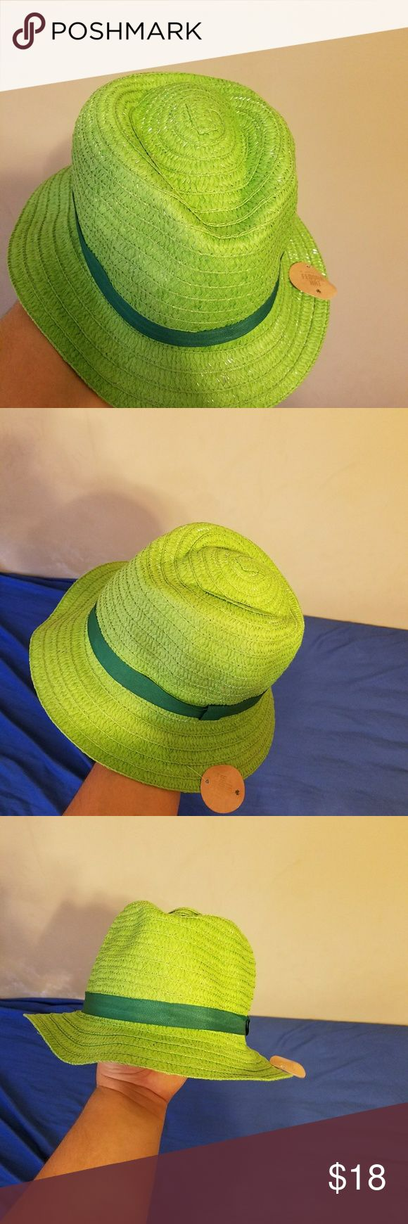 Women San Patrick Hat I'm selling a very nice Fashion Women san Patrick Hat, it's for the San Patrick day, or any nice event you want to be exceptional and attractive , on it  More than 10 items available Accessories Hats
