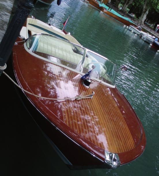 1970 RIVA Runboat de type Olympic Les canots à moteurs de marque Riva ont été longtemps comparés aux Rolls Royce et Ferrari. Nous présentons le type Olympic, sorti des chantiers à l'époque des jeux de 1970, un canot mono-moteur permettant une parfaite navigation tant en mer que sur lac. Vendu aux #encheres le 17/06/12 par Osenat SVV