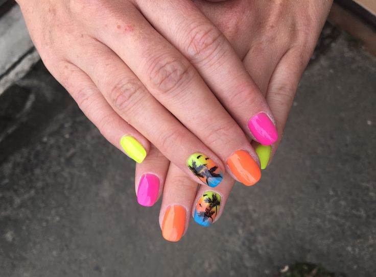 Summer nails, colorful, palmtree nails, yellow, orange, pink, love nails! 💛❤️💗💙