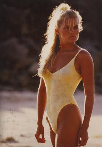 Yolanda van den Herik (Foster), die badpakken met die idioot hoog uitgesneden benen/heupen.