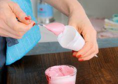 Papierspritzbeutel falten - Step 5: mit Eiweißglasur oder der gewünschten Masse befüllen