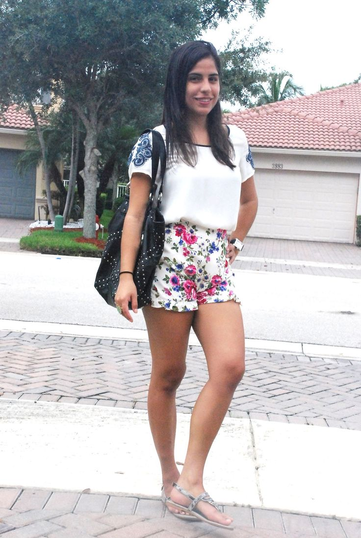 Cloudy days call for FLOWERS!  #bigeyebrowgurl #fashion #whatiwore #shorts