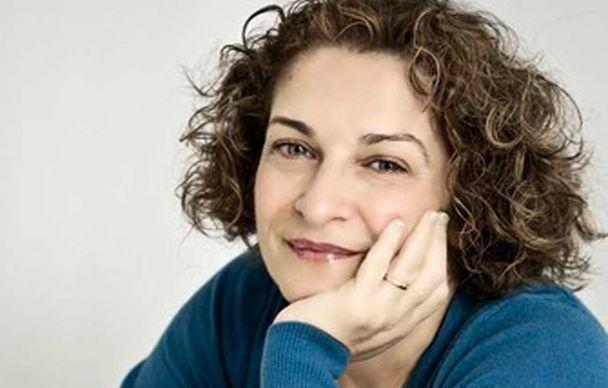 """CRISTINA CABONI,- autrice sarda che con le sue storie sta incantando e conquistando migliaia di lettori...compresi noi e la nostra Testimonal Maria. A lei sono dedicate le """"calle su salsa di pane"""" http://www.pecorinosardo.it/calle-su-salsa-di-pane-al-pecorino-sardo-dop-dolce-e-peperoni-by-maria-romano/"""