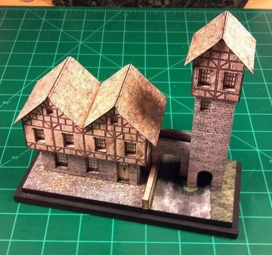 The North American designer and modeler Dented-Rick  built the  European Tower Bridge paper model  and posted a photo of his nice work at h...
