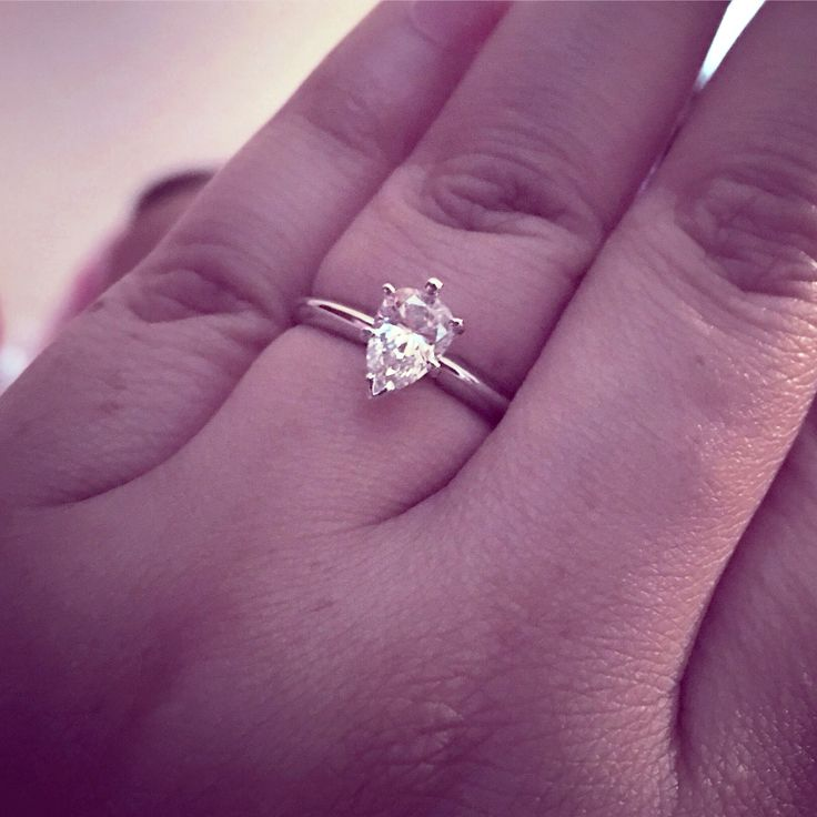 1 karat pear engagement ring. I'm in love.