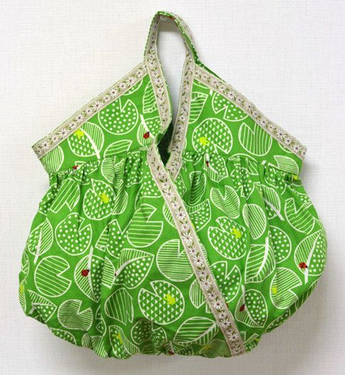 """Gathered """"Cashe couer"""" Handbag for St. Patrick's Day – Free Sewing PDF + How to Sew Velvet  #sewing"""