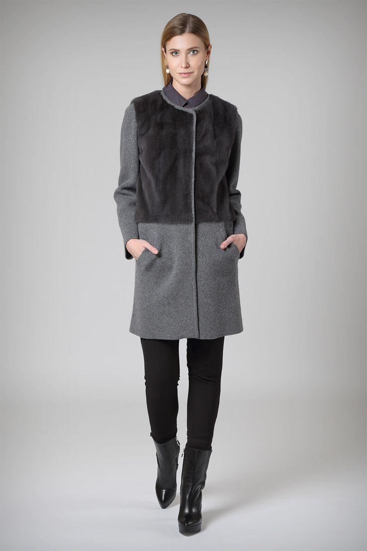 Пальто из шерстяной ткани джерси с мехом норки длиной 85 см от итальянской фабрики Grandi в элитном меховом салоне Sobol