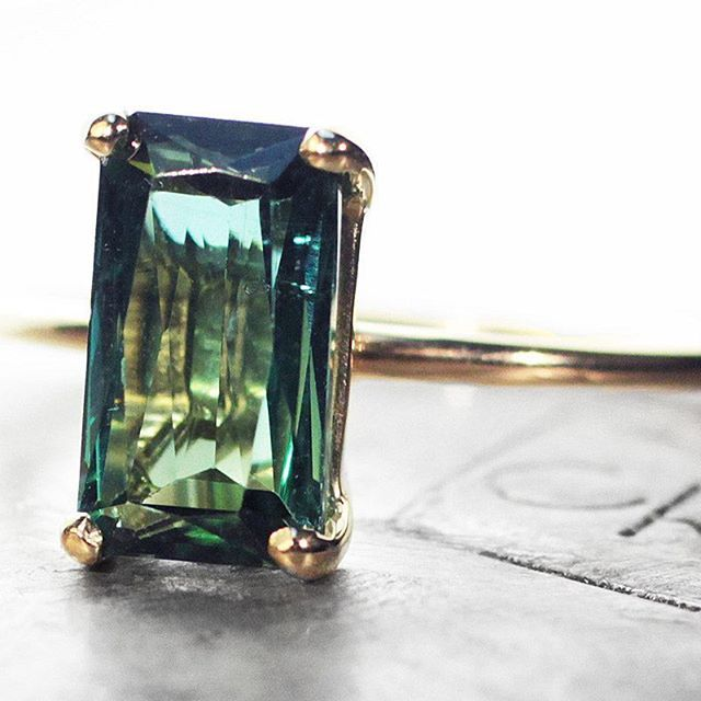 Remembering the ChincharMaloney green tourmaline ring. Rich color, elegant, and the best quality.  #jewelry #chincharmaloney