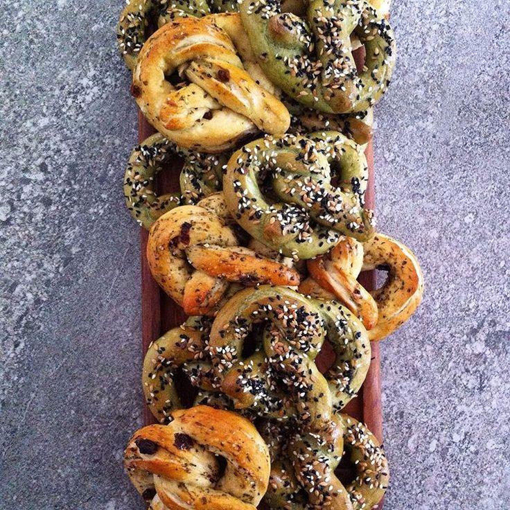 homemade vegan pretzels: >> wheatgrass topped with black+white sesame seeds & golden flax >> herb & sundried tomato