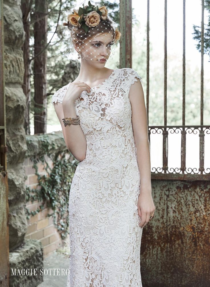 MaggieSottero Wedding Dress Lace Form Fitted Perfect For A Boho Bride