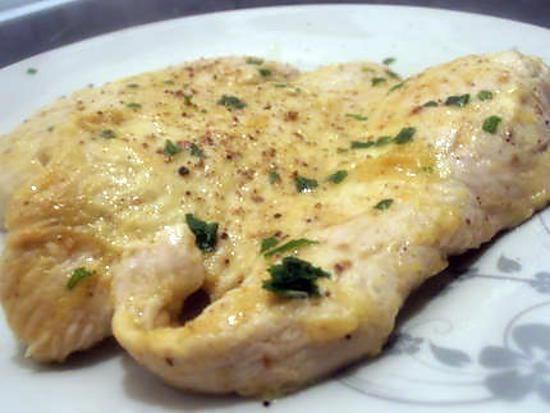 La meilleure recette d'Escalope de poulet au fromage blanc et curry (recette dukan)! L'essayer, c'est l'adopter! 4.5/5 (4 votes), 10 Commentaires. Ingrédients: 2 escalopes de poulet, 1 petit pot de fromage blanc à 0% de mg, 3 cuil à café de curry, persil ciselé, 1 goutte d'huile, sel et poivre du moulin