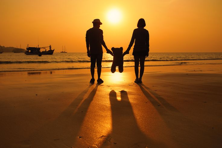Silhouette of happy couple on the beach - Silhouette of happy couple on the beach