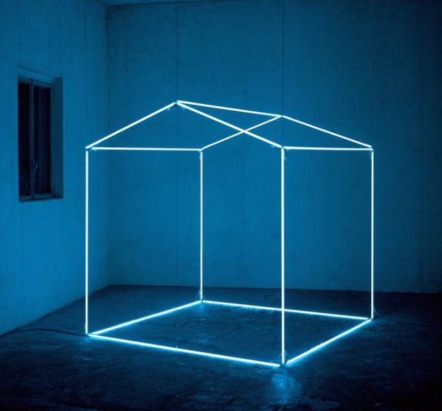 Massimo Uberti, Abitare, 1999, neon, transformers and steel cable 200 x 200 x 220 cm