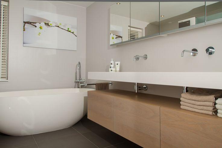 Badkamer Harderwijk, modern en stijlvol! Woont u in de omgeving van Harderwijk en bent u toe aan een nieuwe badkamer dan bent u welkom bij De Eerste Kamer!