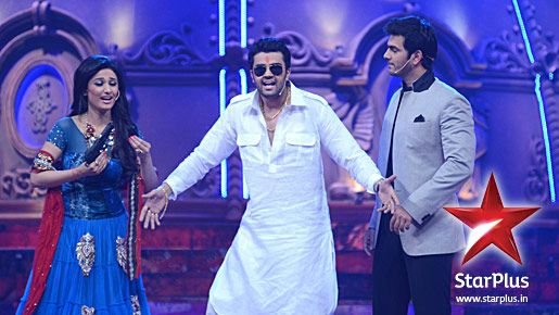 The hosts of Big Star Young Entertainer Awards 2012 - Manish Paul, Ragini Khanna and Karan Grover