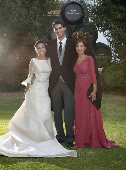 resultado de imagen de caprile madre novia | bodas, ropa novias