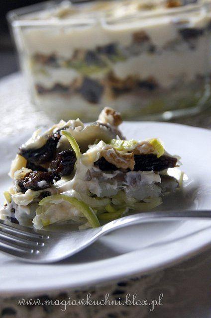 Herring salad with plums./ Sałatka śledziowa ze śliwkami.