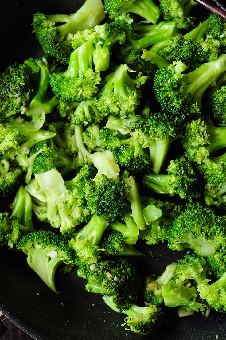 Give this super quick steamed broccoli recipe a try and you'll never go back to that boring, flavorless broccoli side dish ever again!