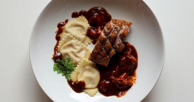 Glasierte Barbarie-Entenbrust, Ravioli gefüllt mit frischen Feigen und Ziegenfrischkäse, Pfifferlinge in Entensauce mit Wild-demi glace         |          Arthurs Tochter Kocht