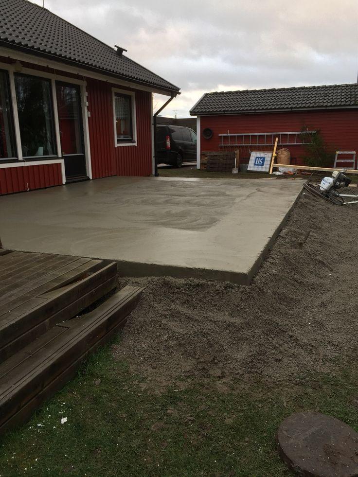 Glättar betongplatta med helikopter
