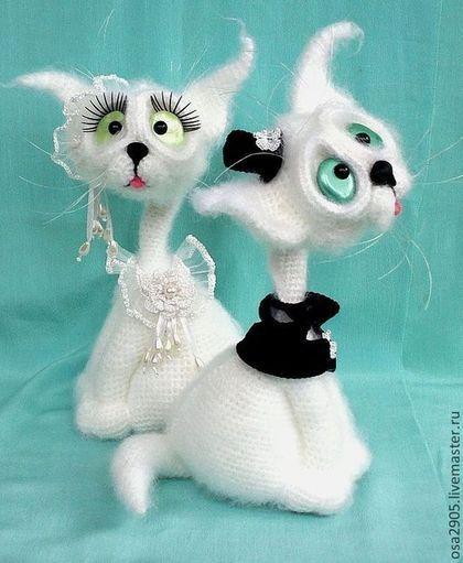 """Подарки на свадьбу ручной работы. Ярмарка Мастеров - ручная работа. Купить Сувенир """"Свадебные коты"""". Handmade. Вязаная игрушка, сувенир"""