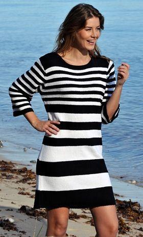 Brede striber forneden og smalle foroven giver ekstra flot figur til den smarte og anvendelige kjole