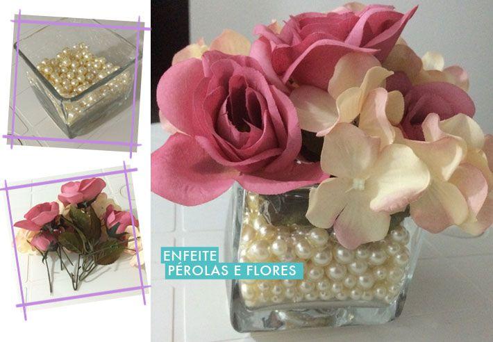 Ela comprou um vidro pequeno que custou R$15 e colocou algumas pérolas de bijuterias que já tinha em casa. Para completar foi só colocar algumas flores artificiais e pronto. Fácil, simples e lindo! ;)