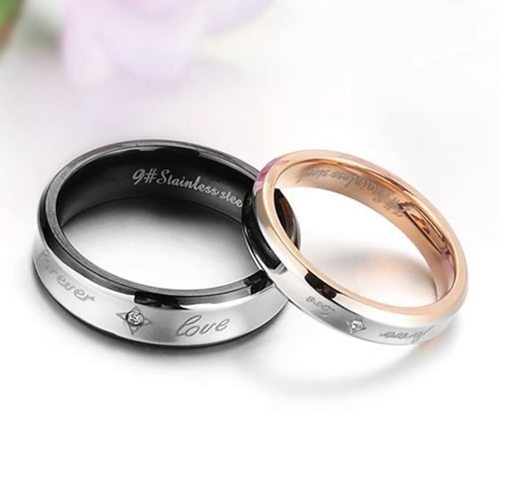 anillos de promesa negro y dorado