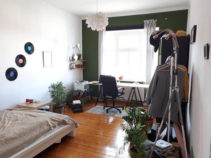 schallplattendeko in sehr hellem zimmer holzboden dekoration pflanzenfreude ideen f rs wg. Black Bedroom Furniture Sets. Home Design Ideas