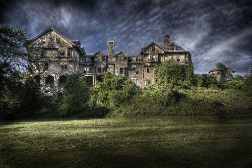 Creepy yet wonderful...the abandoned Bennett School for Girls in NYAsylum Photographers, Creepy Abandoned, Abandonedan Air, Abandoned Asylum, Bennett Schools, Abandoned Buildings, Creepy Places, Abandoned Beautiful, Abandoned Places