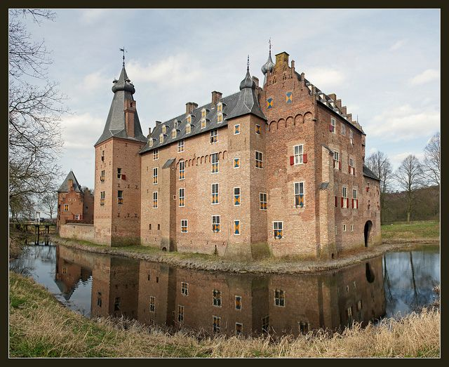 Kasteel Doorwerth / Doorwerth Castle, The Netherlands by Bert Kaufmann, via Flickr