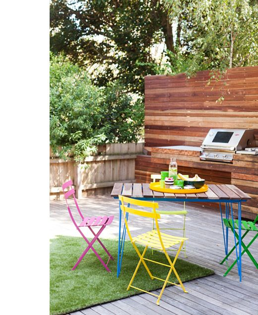 Absolutely love the set-up of this backyard. Zoe Murphey's Melbourne home via Design Files