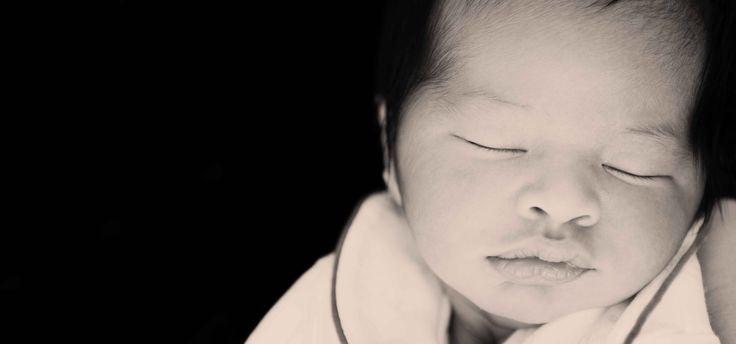 Newborn photographer bahrain gdb photography