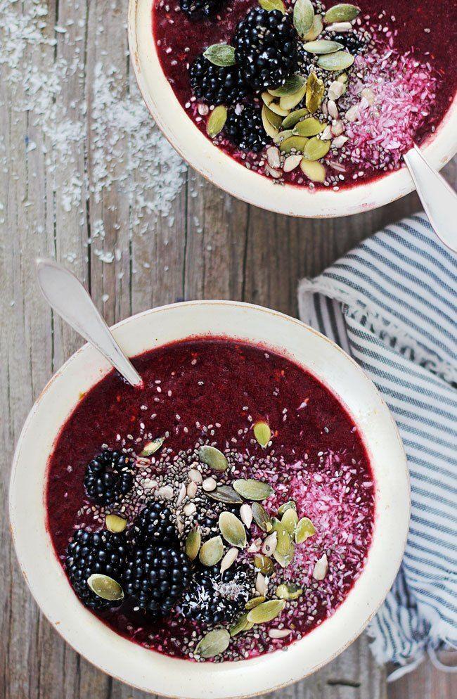 Vegan Blackberry Coconut Smoothie Bowl | HelloGlow.co