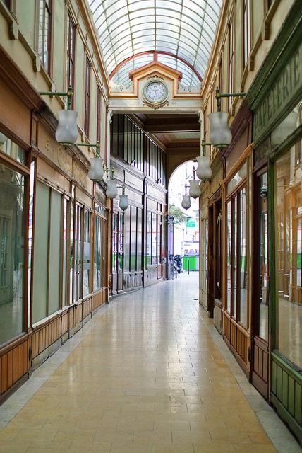 Passage du Bourg-l'Abbé  3 rue de Palestro  120 rue Saint-Denis  75002 Paris    Accès : du lundi au samedi, de 7h30 à 19h30 - Fermé les jours fériés    Métro : Etienne Marcel