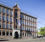Sir Albert Hotel Amsterdam  Description: In het hart van Amsterdam vindt u Sir Albert een exclusief design boetiek hotel voor de moderne aristocraat. Hier kunt u genieten van de geneugten van de elite met een aangename down to earth en persoonlijke benadering. Voor u betekent dat: overnachten in een intieme en comfortabele omgeving modern design altijd attente vriendelijke en perfecte service op loopafstand van het Amsterdamse Fashion & Museum District en het bruisende Leidseplein. - Het…