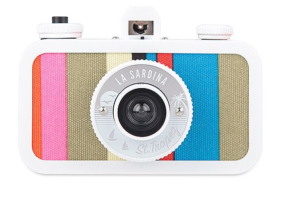 "La Sardina Beach Edition cameras ""Capri"" and ""St.Tropez"" were launched in Summer 2012.The chic folding wooden beach chairs and the 60's vintage summer look at the Côte d'Azur were the inspiration to develop this entire plastic/canvas camera collection. …"
