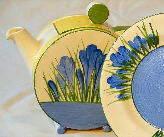 Blue Crocus from 1935 by Clarice Cliff, via Flickr