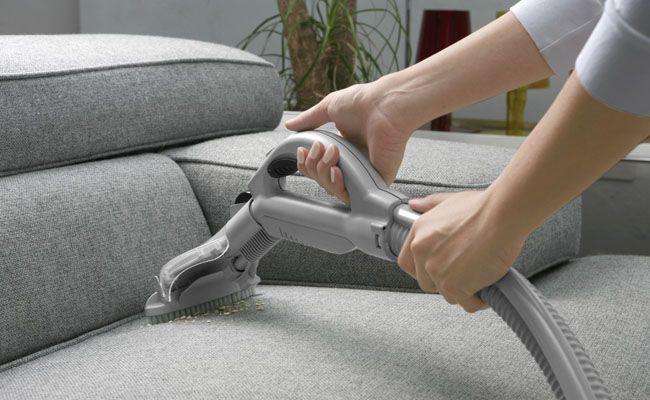 Como limpar sofá: dicas práticas para uma limpeza completa - Dicas de Mulher