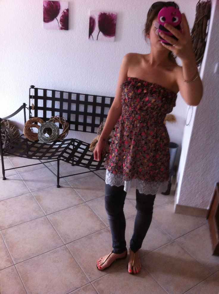 Floral tunic and jeans. Enjoy Yourself