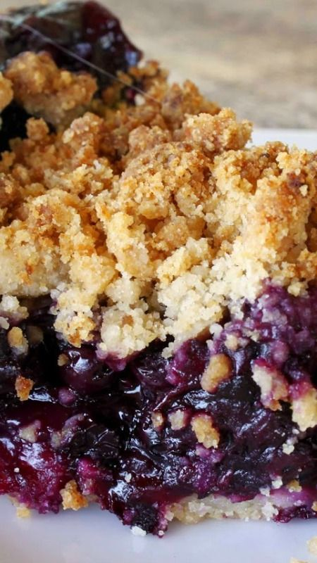Blueberry Pie Recipe ~ Packed with juicy blueberries and a sweet crispy crumb topping.