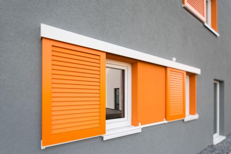 Fenster mit Schiebeladen - Architektur Detail Haus Elbmosaik Hamburg - Heinz von Heiden Massivhaus - HausbauDirekt.de