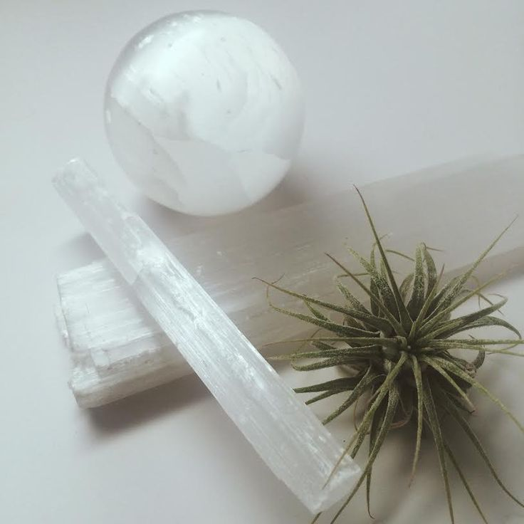How to cleanse and recharge your Crystals with Selenite